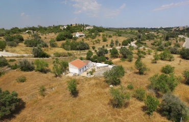 1 ha plot for 300m2 villa next to Pinta Golf near Ferragudo