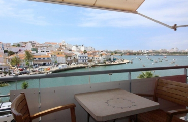 Apartment with patio and garage in prime location in Ferragudo